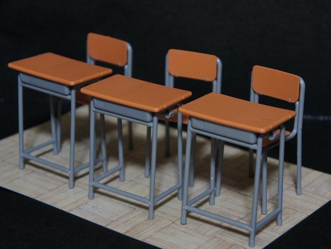 学校の机と椅子03.jpg